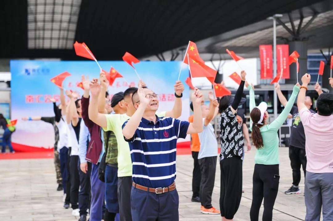 南汇公交工会开展2021年环滴水湖职工健步走活动